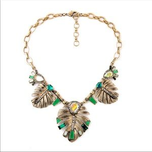 Green and gold tone Necklace